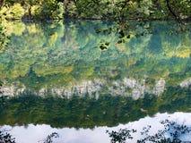 Lago azul em Kabardino-Balkariya fotos de stock royalty free