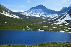 Lago azul en Noruega Imagen de archivo