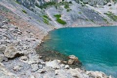 Lago azul Imotski en el cráter de la piedra caliza cerca partido Fotos de archivo libres de regalías