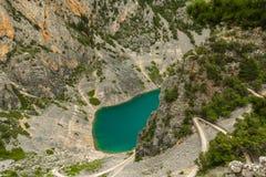 Lago azul Imotski na Croácia fotografia de stock royalty free
