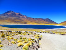 Lago azul Meniques, San Pedro de Atacama, Chile Imagen de archivo libre de regalías