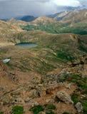 Lago azul no Mt Região selvagem maciça, da cimeira do pico 13500, Colorado fotos de stock