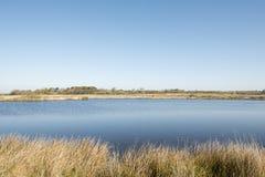 Lago azul tranquilo Fotografía de archivo