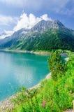 Lago azzurrato della montagna ed alti picchi alpini, Austria Fotografia Stock Libera da Diritti