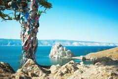 Lago Baikal Burhan da montanha imagens de stock