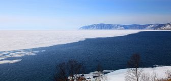 Lago Baikal congelato Fotografie Stock