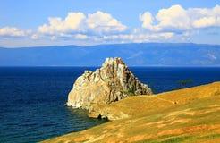 Lago Baikal. Isla de Olkhon. Cabo Burkhan. Foto de archivo libre de regalías