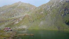 Lago Balea en Rumania almacen de metraje de vídeo