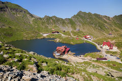 Lago Balea, visto da sopra Lago glaciale, sulla strada principale di Transfagarasan Fotografia Stock Libera da Diritti