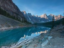 Lago Banff Alberta moraine Fotografie Stock Libere da Diritti