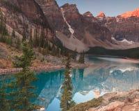 Lago Banff Alberta moraine foto de stock royalty free