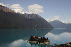 Lago Basomtso nel Tibet Fotografia Stock