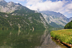 Lago bavarese Koenigsee e montagne Fotografia Stock Libera da Diritti