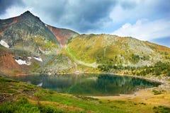 Lago beauty en montañas Imágenes de archivo libres de regalías