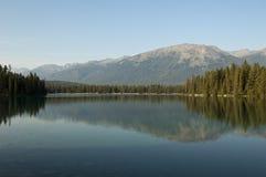 Lago Beauvert, jaspe, Alberta, Canadá Foto de archivo libre de regalías