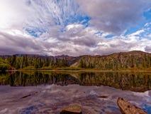 Lago bench, Mt Rainier National Park foto de archivo