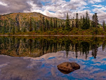 Lago bench, Mt Rainier National Park imagenes de archivo