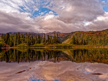 Lago bench, Mt Rainier National Park imágenes de archivo libres de regalías