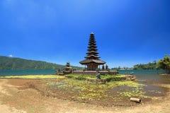 Lago beratan del tempio di danu di Ulun in Bali Indonesia fotografia stock libera da diritti
