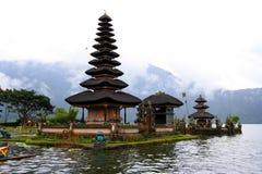Lago beratan del tempio di danu di Ulun in Bali Indonesia Fotografie Stock Libere da Diritti