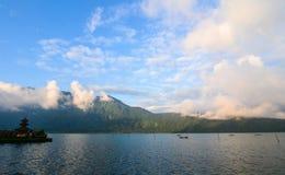 Lago Beratan en Bali, Indonesia imagen de archivo libre de regalías