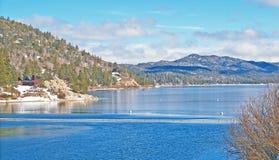 Lago big Bear: Lago en invierno Imagenes de archivo