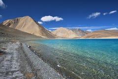 Lago blu della montagna Fotografie Stock Libere da Diritti