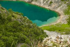 Lago blu Imotski in Croazia Immagini Stock
