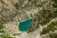 Lago blu Imotski in Croazia Fotografia Stock Libera da Diritti