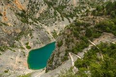 Lago blu Imotski in Croazia Fotografie Stock Libere da Diritti