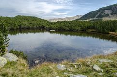 Lago blu in montagne di Parang Immagini Stock