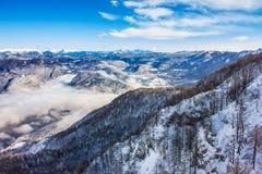 Lago Bohinj circondato dalle montagne del parco nazionale di Triglav Fotografia Stock Libera da Diritti