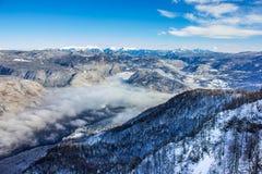 Lago Bohinj circondato dalle montagne del parco nazionale di Triglav Immagini Stock Libere da Diritti