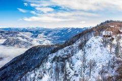 Lago Bohinj circondato dalle montagne del parco nazionale di Triglav Immagini Stock