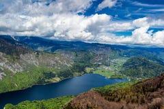 Lago Bohinj dalla stazione della cima della cabina di funivia di Vogel Alpi di Julian Slove Immagini Stock