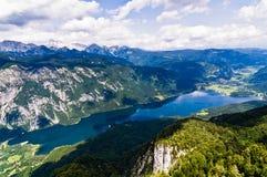 Lago Bohinj ed il suo moun del sud circondante delle alpi Fotografia Stock Libera da Diritti