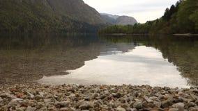 Lago Bohinj em Eslovênia, Europa video estoque