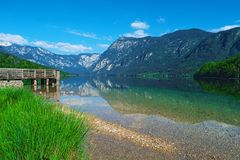 Lago Bohinj, parque nacional de Triglav, Eslovênia, cumes foto de stock royalty free