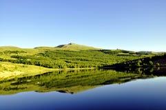 Lago bonito da montanha fotografia de stock royalty free
