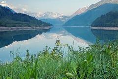 Lago bonito e tranquilo da montanha Foto de Stock Royalty Free