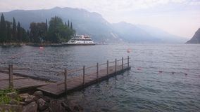 Lago bonito em Riva di garda Fotos de Stock