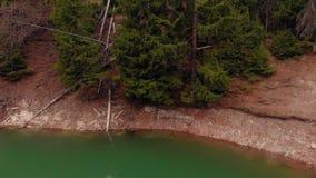 Lago bonito em uma cratera com ?gua de turquesa Tiro do helic?ptero vídeos de arquivo