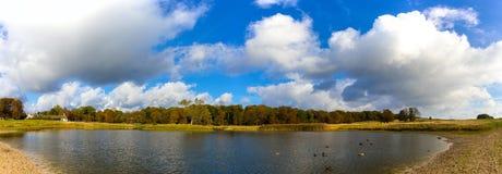 Lago bonito no parque de Dyrehave Fotografia de Stock Royalty Free