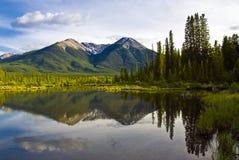 Lago bonito no parque nacional de Banff, Canadá Fotografia de Stock Royalty Free