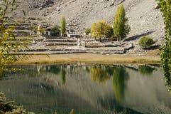 Lago Borith vicino al ghiacciaio di Pasu in auarea del Pakistan Fotografie Stock