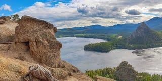 Lago Borovoye em um dia nebuloso kazakhstan Fotografia de Stock Royalty Free
