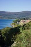 Lago Bracciano en Italia Foto de archivo libre de regalías