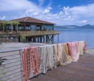 Lago Bracciano, Lazio, Italia imagenes de archivo