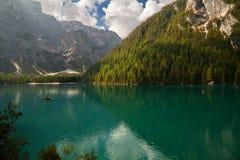 Lago Braies, Lago di Braies, alpi della dolomia, Belluno, Italia fotografia stock