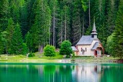 Lago Braies in montagne delle dolomia Immagine Stock Libera da Diritti